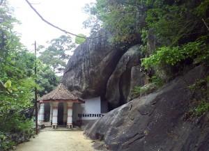 Ibbagala Cave Temple - Ibbagala Raja Maha Viharaya - Ibbagala Len Viharaya at Kurunegala