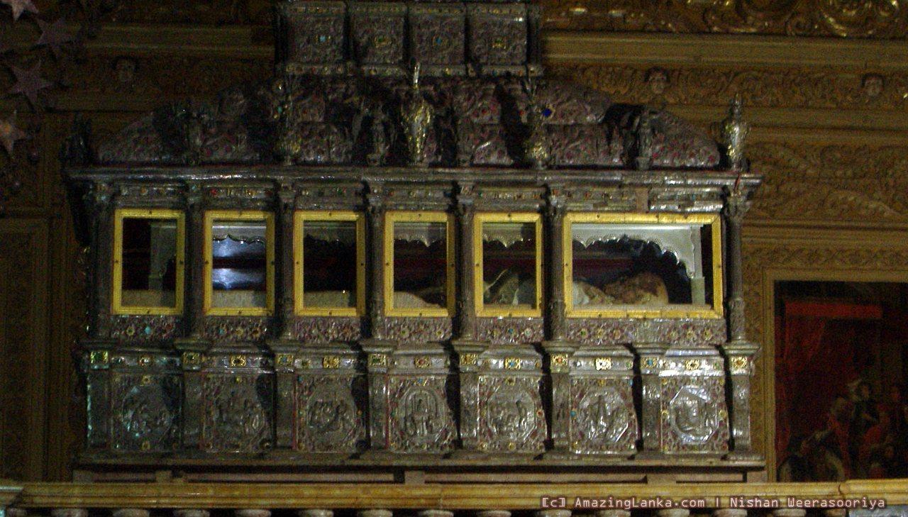 Thotagamuwe Sri Rahula Thera - Bassilica Dom Jesus in Goa