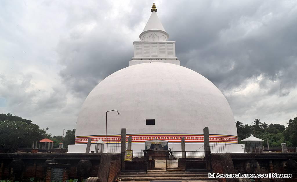 Yatala Stupa at Deberawewa