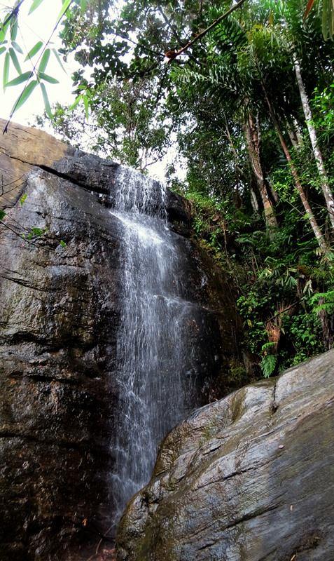 Dodawatta fall — in Deraniyagala.