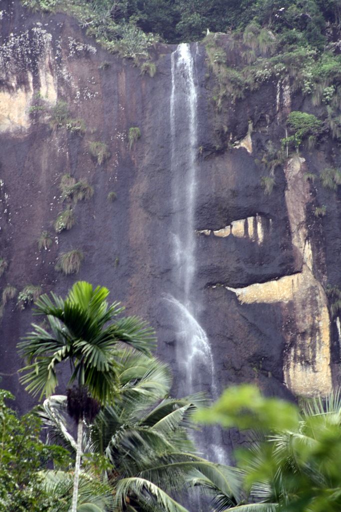 Kiriella Falls (Kiri Falls) -