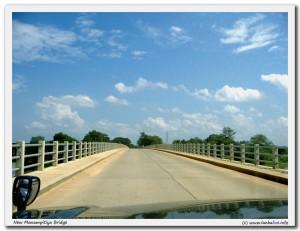 The new bridge across Mahaweli River at Manampitya