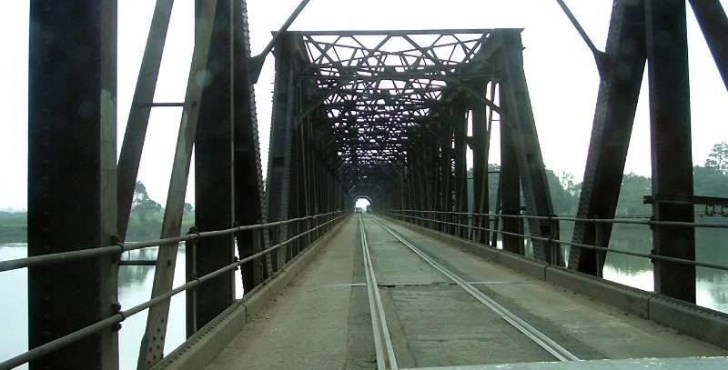 The Road-Rail Bridge of Manampitiya seen from the middle of the bridge. This photo was taken in 2003