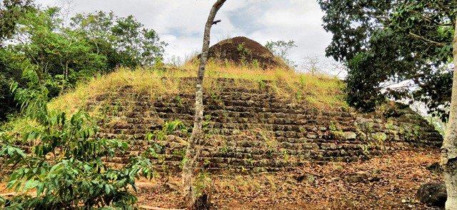 Nikasala Nuwara Tomb of King Vijaya at Kande Medagama Rajamaha Viharaya