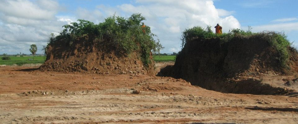 How the largest Stupa of Gamini Tissa Monastery has been bulldozed by the Muslims