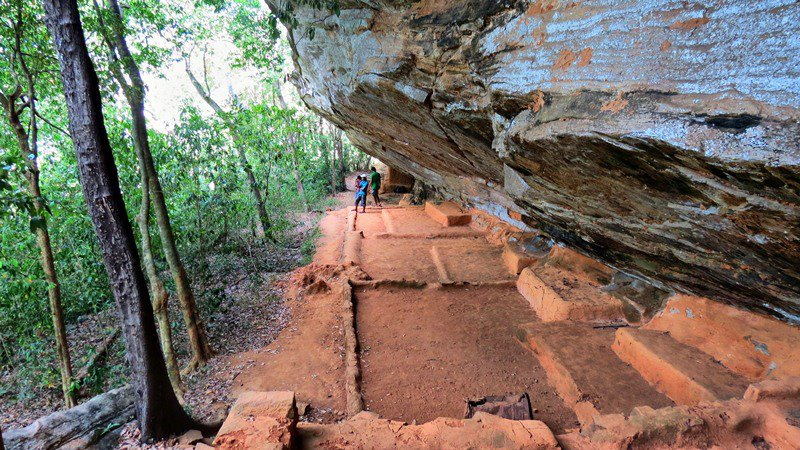 The 512 feet drip ledged cave which is considered the longest cave in Sri Lanka at Hulannuge Tharulengala Rajamaha Viharaya
