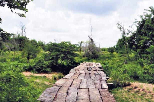 Mahakanadarawa Stone Bridge