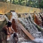 Bathing at Hingurakgoda Diya Bubula