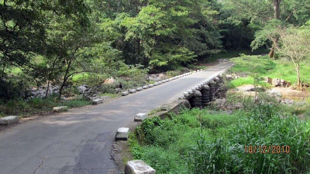 Uggal Kalthota causeway over Walawe Ganga