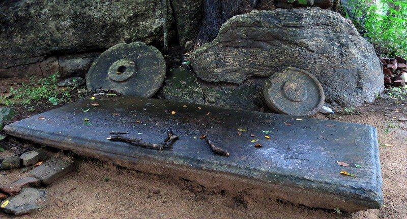 A huge Asanagara among the ruins of Diviyagala Rajamaha Viharaya (Aranya Senasanaya)