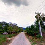 The road towards Kahatagasyaya Village