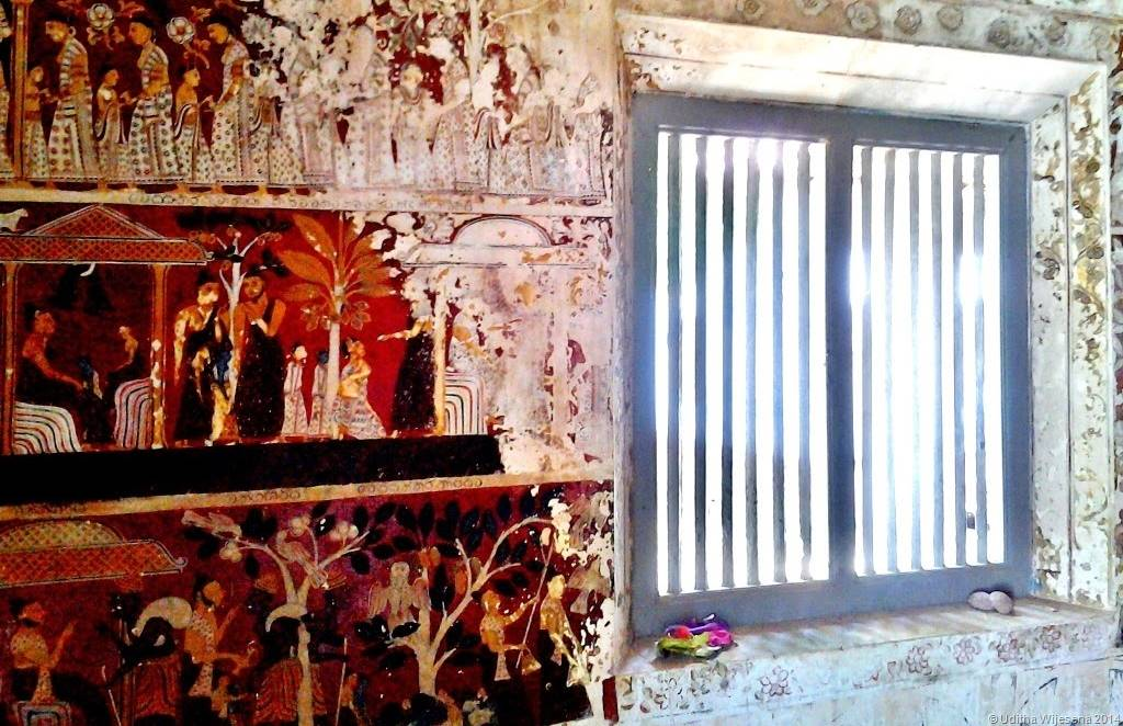 Murals inside the octagonal image house at Kathaluwa Purana Viharaya