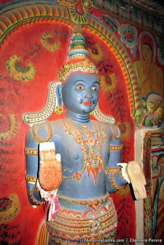 Statue of deity Vishnu in the Dethawa Sri Mahamuni Purana Tampita Viharaya