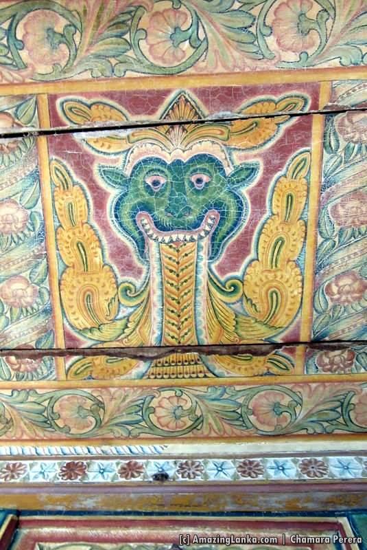 Roof paintings in the Dethawa Sri Mahamuni Purana Tampita Viharaya