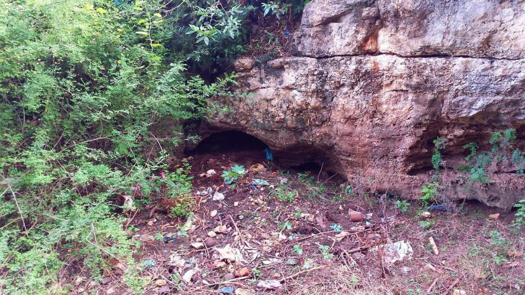 Mayakkai Prehistoric Limestone Caves in JaffnaMayakkai Prehistoric Limestone Caves in Jaffna
