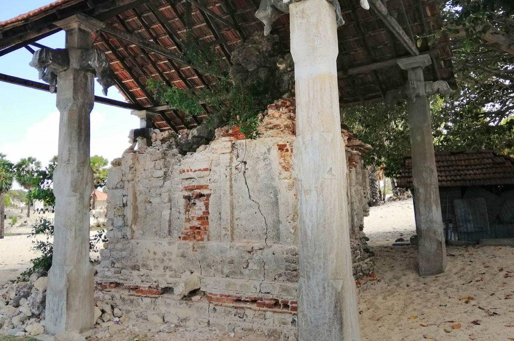 Ruins of the Manniththalai Shiva Kovil in Pooneryn