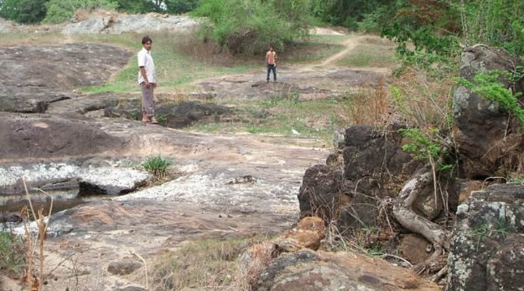 Ruins of Alubedda Gal Palama (Stone Bridge) over Kala Oya