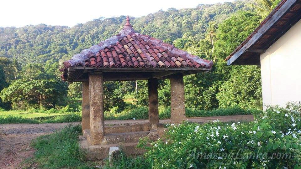 ගලෙන් නිමකළ මාතලේ අම්බොක්ක අම්බලම - Matale Ambokka Stone Ambalama