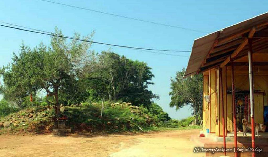 අන්තවාදින් ඩෝසර් කල සාම්පුර් සුඩෙයිකුඩා දාගැබ - Sampur Sudeikuda Dagoba bulldozed by the Extremists