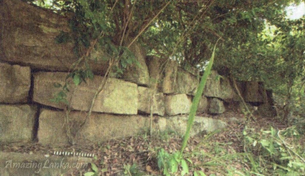 මුලතිවුහි සැඟවුණු පුරාණ පෙරාරු අමුණ - Ancient Peraru Amuna in Mulathivu