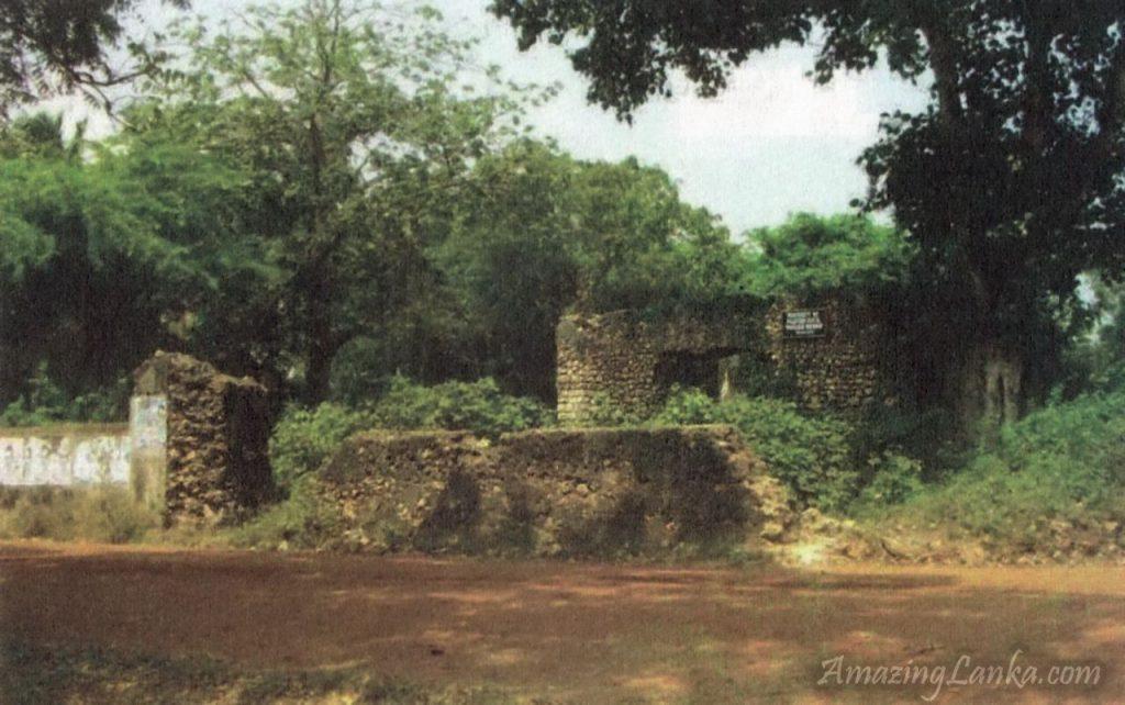 මන්නාරම විඩිතලතිව් මඩම (අම්බලම) - Vidataltivu Madam (Ambalama) in Mannar