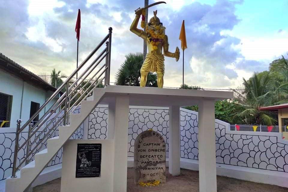 """ශ්රී ලංකාවේ අවසාන වන්නි රජු """"වන්නි බණ්ඩාර"""" පරාජයවූ ස්ථානයේ සමරු පලකය - Vanni Bandara Memorial Plaque in Oddusuddan"""