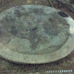 ඔඩ්ඩුසුඩාන් කෙරිඩමඩු පුරාවිද්යා ස්ථානයෙන් ඉවත් කොට ඇති මල් ආසනයක්යැයි සැලකිය හැකි වෘත්තාකාර ශෛලමය පුවරුව– Keridamadu Archaeological Site in Mulativu